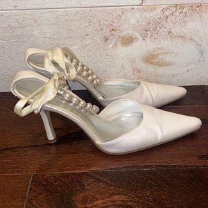 FIONI Women's White Pointed Toe Pearl Ankle Strap Heels Size 8.5